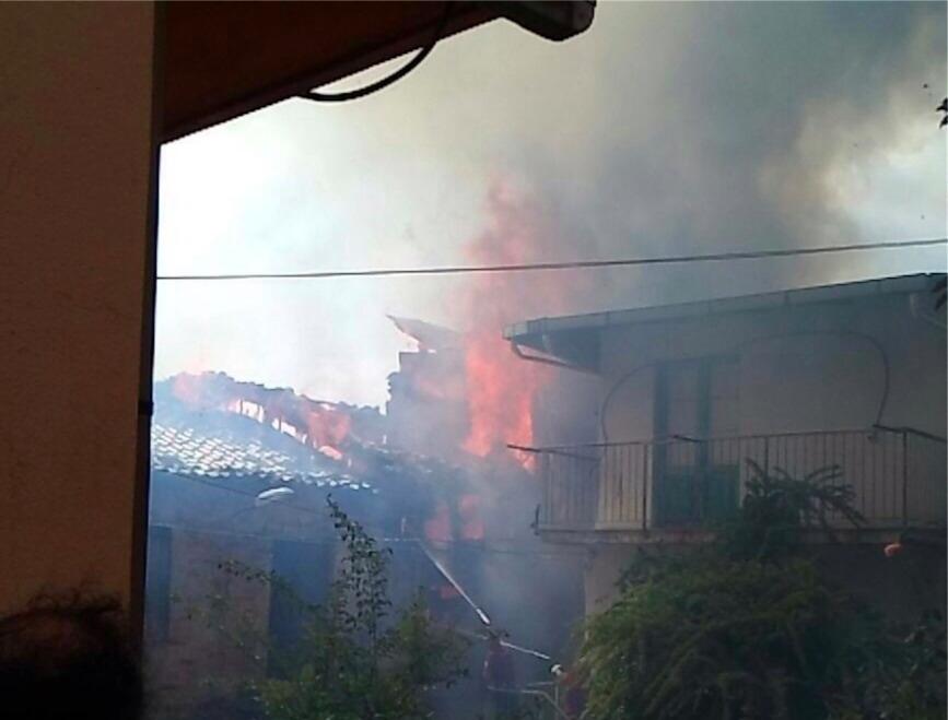 Incendio nel comune di Santo Stefano